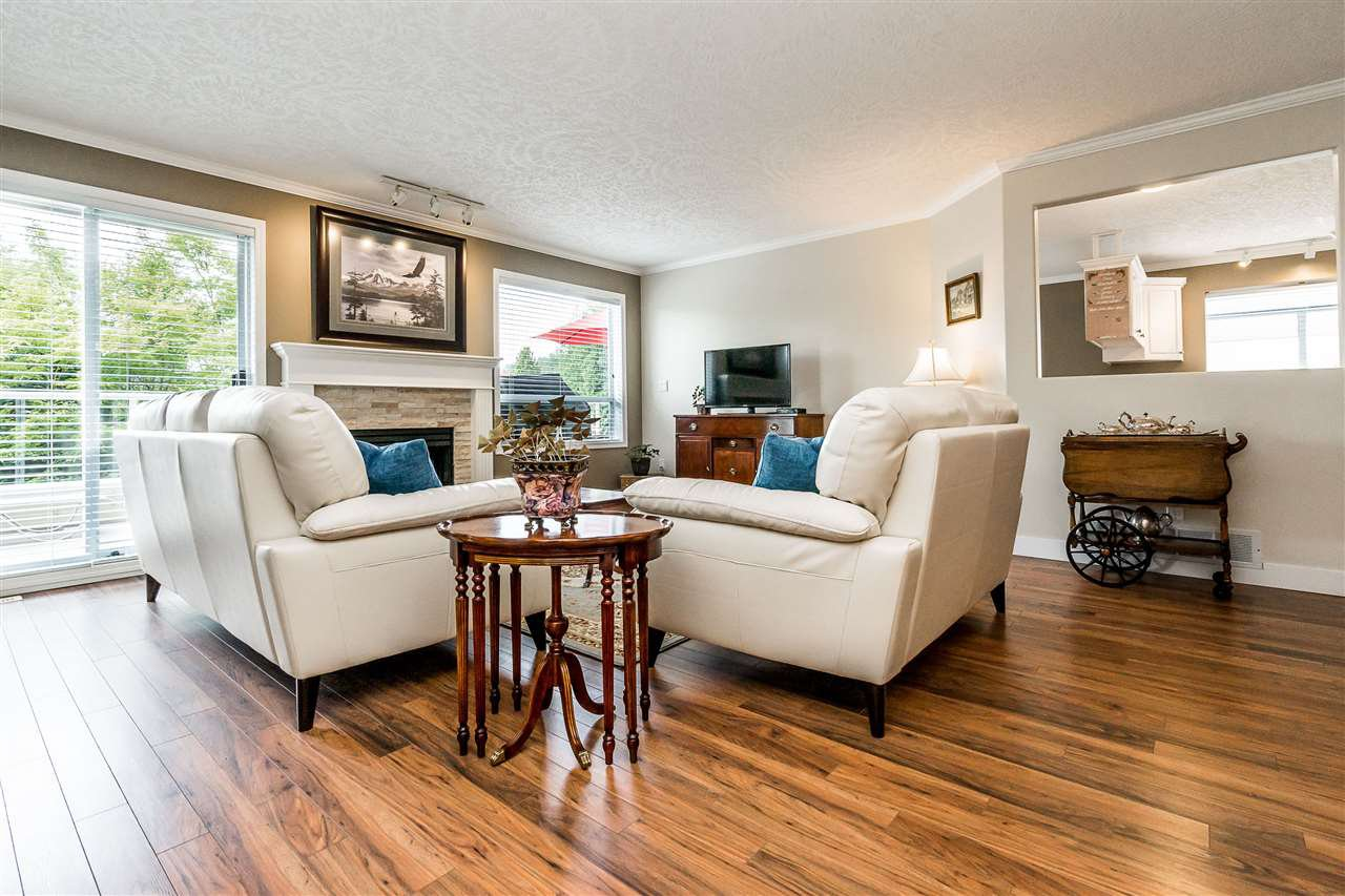 """Photo 4: Photos: 79 4001 OLD CLAYBURN Road in Abbotsford: Abbotsford East Townhouse for sale in """"Cedar Springs"""" : MLS®# R2427532"""