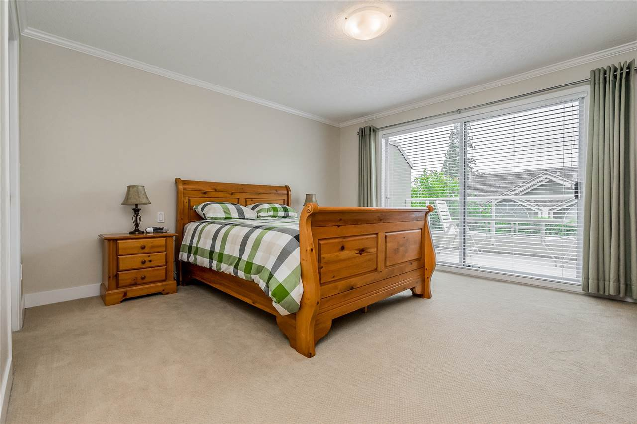 """Photo 17: Photos: 79 4001 OLD CLAYBURN Road in Abbotsford: Abbotsford East Townhouse for sale in """"Cedar Springs"""" : MLS®# R2427532"""