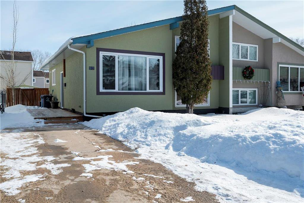 Main Photo: 97 Wiltshire Bay in Winnipeg: Windsor Park Residential for sale (2G)  : MLS®# 202006073