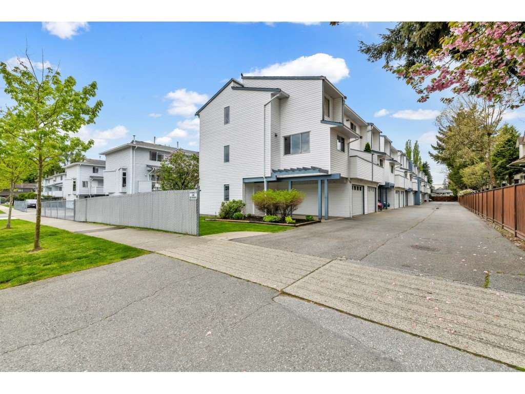 Main Photo: 4 3440 COAST MERIDIAN Road in Port Coquitlam: Lincoln Park PQ Townhouse for sale : MLS®# R2453231
