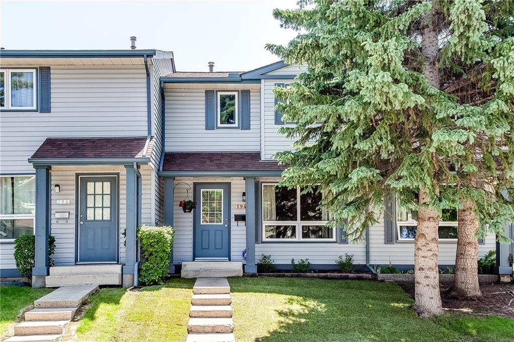Main Photo: 194 WOODMONT Terrace SW in Calgary: Woodbine Row/Townhouse for sale : MLS®# C4306150