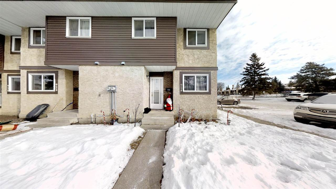 Main Photo: 924 LAKEWOOD Road N in Edmonton: Zone 29 Townhouse for sale : MLS®# E4186515