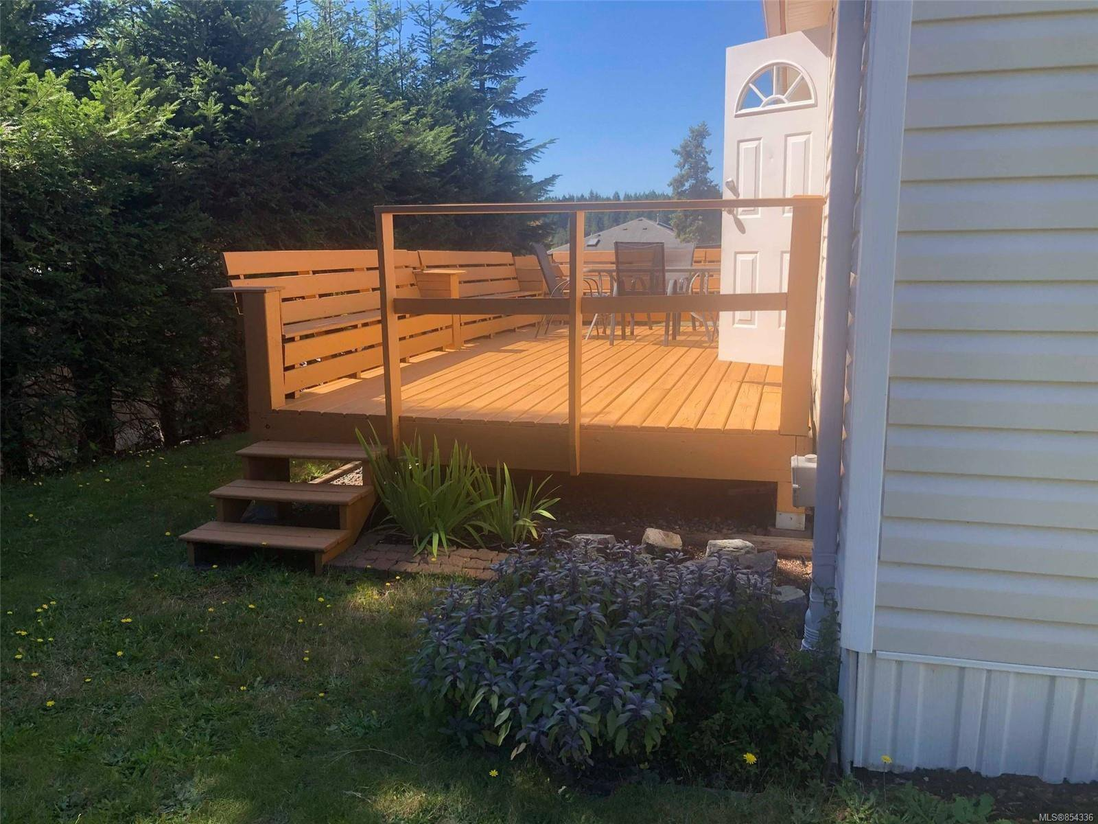 Main Photo: 49 1160 Shellbourne Blvd in : CR Campbell River Central Manufactured Home for sale (Campbell River)  : MLS®# 854336