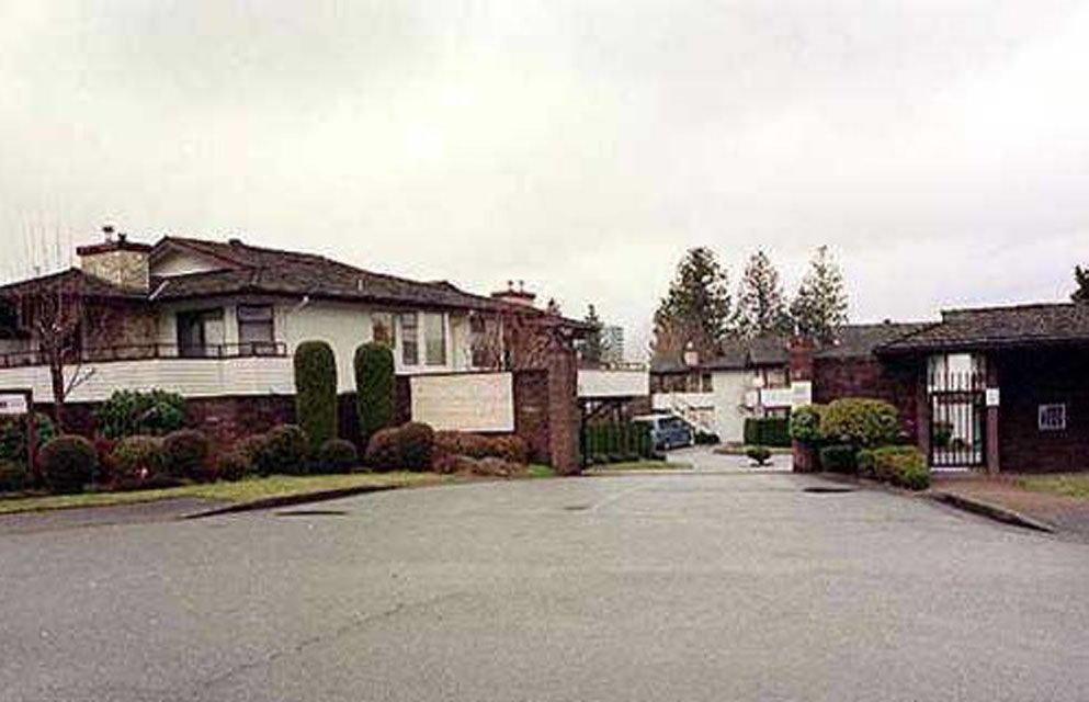 """Main Photo: 106 15153 98 Avenue in Surrey: Guildford Condo for sale in """"GLENWOOD VILLAGE"""" (North Surrey)  : MLS®# R2391313"""