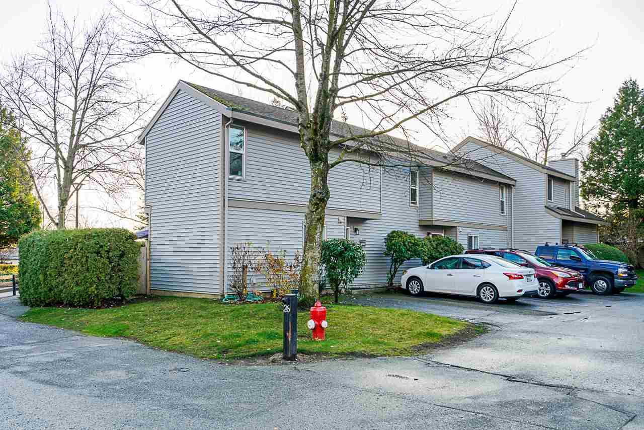 "Main Photo: 6001 E GREENSIDE Drive in Surrey: Cloverdale BC Townhouse for sale in ""Greenside Estates"" (Cloverdale)  : MLS®# R2421120"
