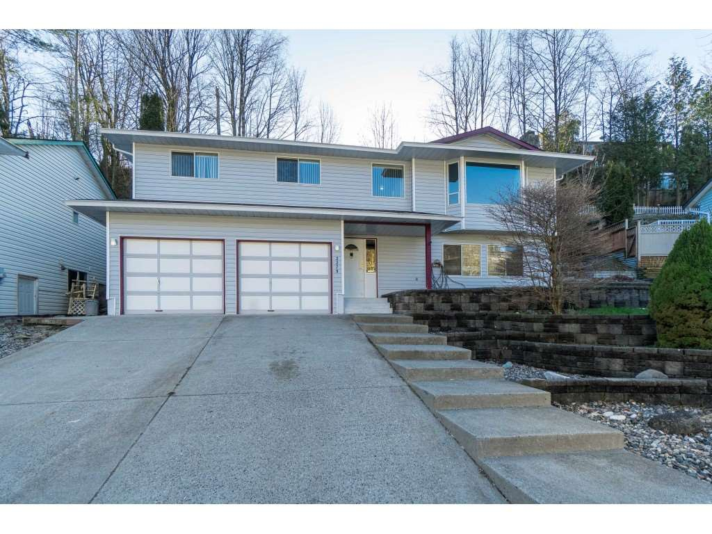 """Main Photo: 2279 HARPER Drive in Abbotsford: Abbotsford East House for sale in """"McMillan"""" : MLS®# R2437391"""
