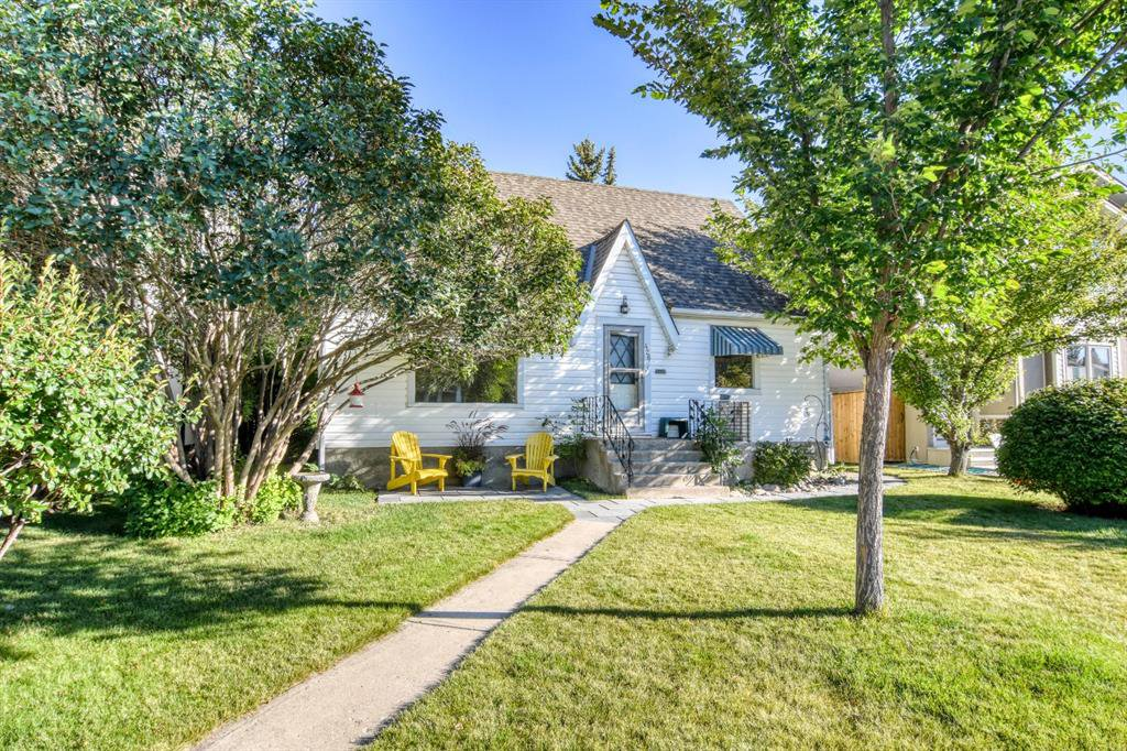 Main Photo: 426 29 Avenue NW in Calgary: Mount Pleasant Detached for sale : MLS®# A1032376