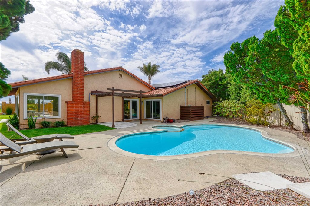 Main Photo: SAN DIEGO House for sale : 4 bedrooms : 1677 Calle Alta in La Jolla