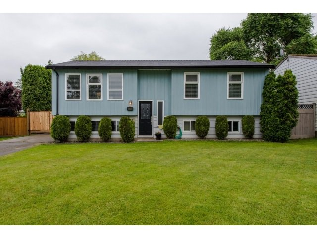 Main Photo: 26698 32A AVENUE in : Aldergrove Langley House for sale : MLS®# R2072917