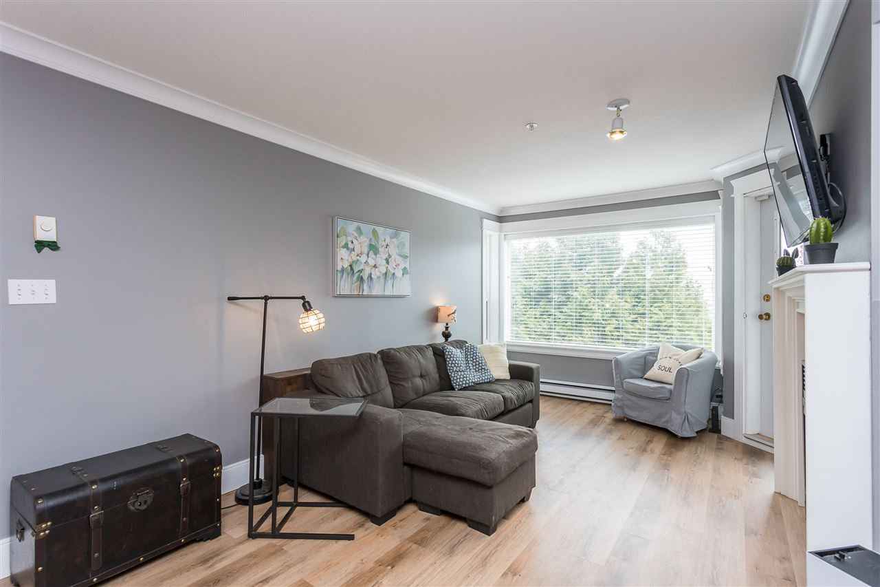 """Photo 12: Photos: 306 33718 KING Road in Abbotsford: Central Abbotsford Condo for sale in """"College Park Place"""" : MLS®# R2447601"""