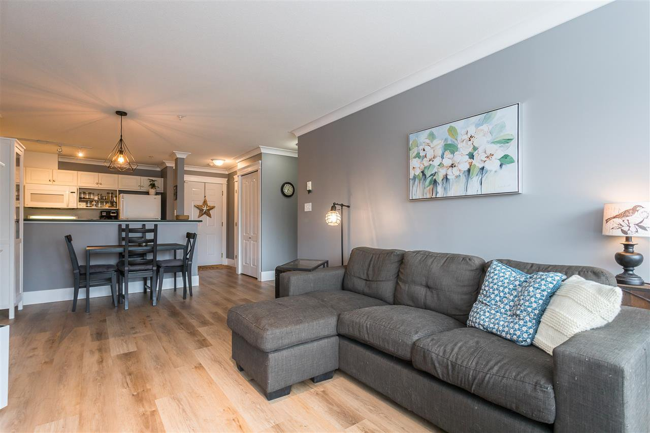 """Photo 13: Photos: 306 33718 KING Road in Abbotsford: Central Abbotsford Condo for sale in """"College Park Place"""" : MLS®# R2447601"""