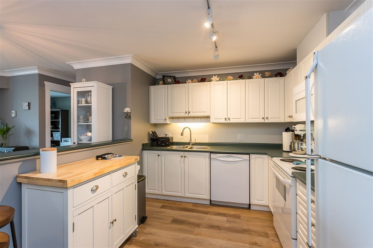 """Photo 2: Photos: 306 33718 KING Road in Abbotsford: Central Abbotsford Condo for sale in """"College Park Place"""" : MLS®# R2447601"""