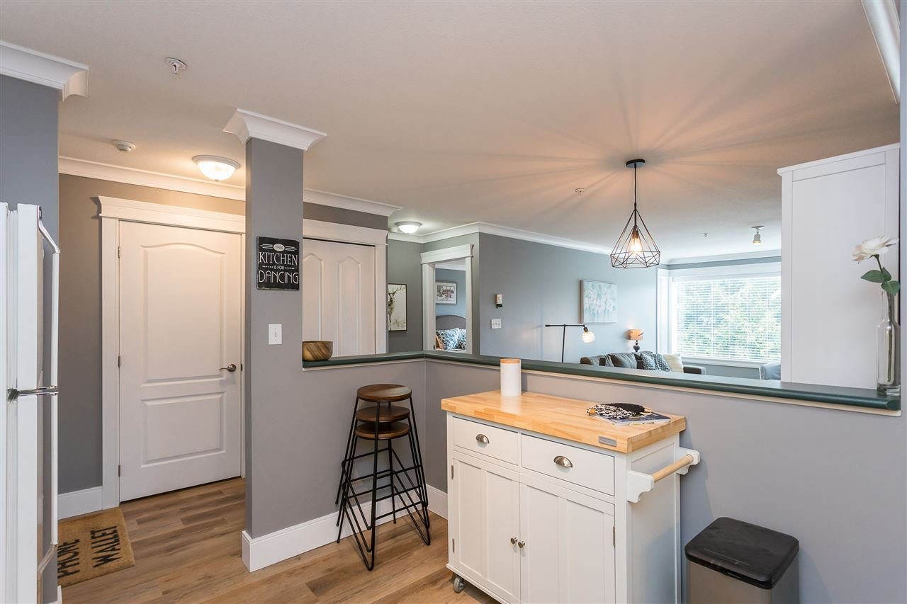 """Photo 5: Photos: 306 33718 KING Road in Abbotsford: Central Abbotsford Condo for sale in """"College Park Place"""" : MLS®# R2447601"""