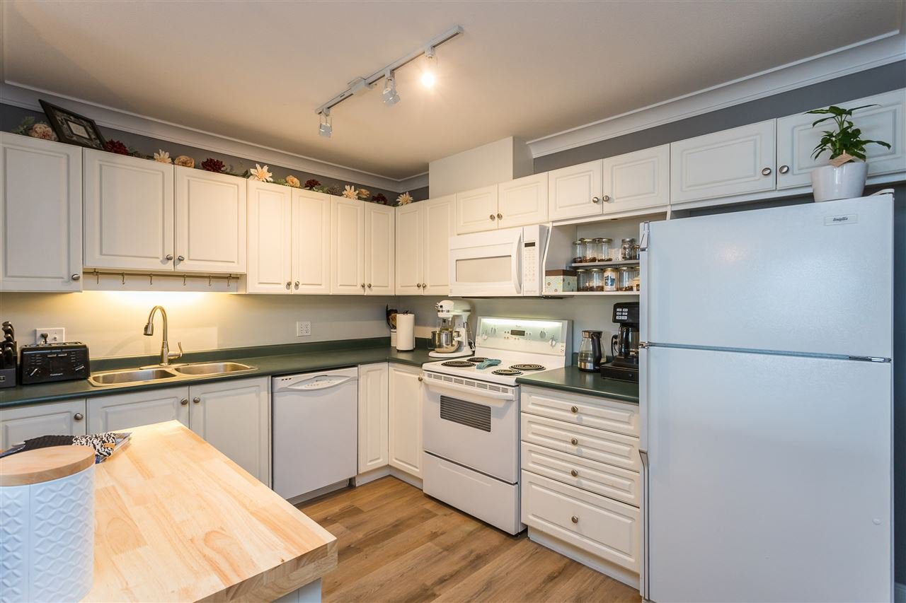 """Photo 3: Photos: 306 33718 KING Road in Abbotsford: Central Abbotsford Condo for sale in """"College Park Place"""" : MLS®# R2447601"""