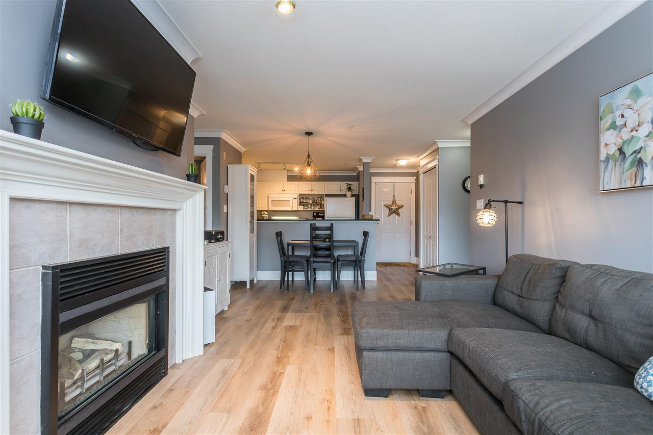 """Photo 14: Photos: 306 33718 KING Road in Abbotsford: Central Abbotsford Condo for sale in """"College Park Place"""" : MLS®# R2447601"""