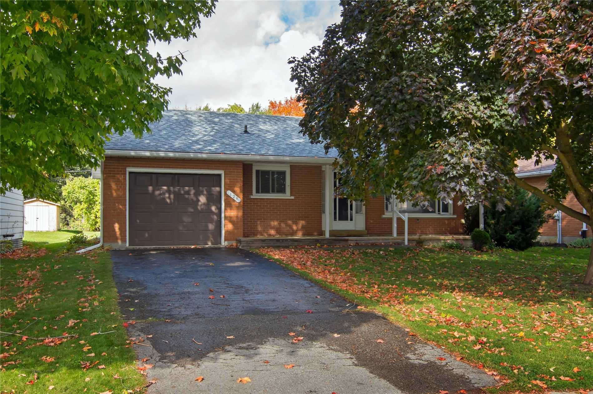 Main Photo: 128 Centre Street: Shelburne House (Bungalow) for sale : MLS®# X4951099