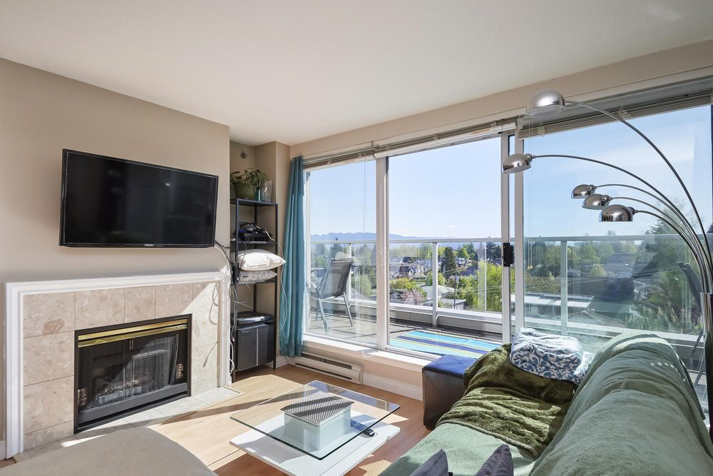 """Main Photo: PH2 4838 FRASER Street in Vancouver: Fraser VE Condo for sale in """"Fraserview Court"""" (Vancouver East)  : MLS®# R2389045"""