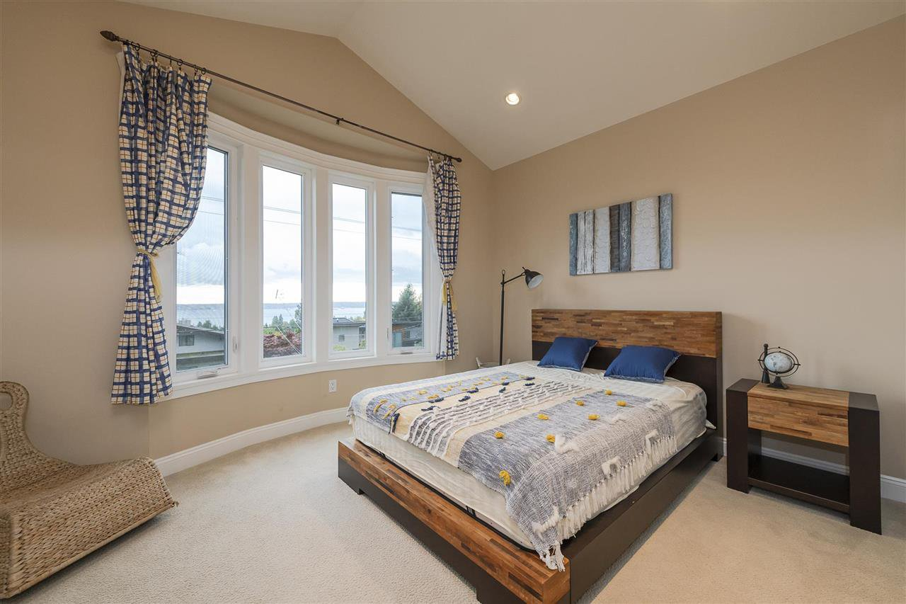 Photo 8: Photos: 1471 MATHERS AVENUE in West Vancouver: Ambleside House for sale : MLS®# R2413830