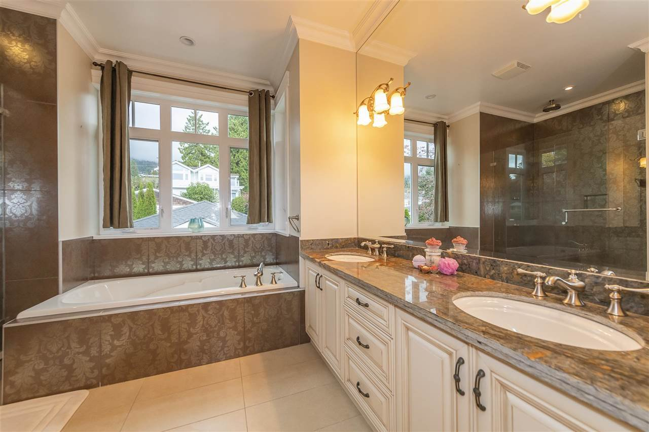 Photo 7: Photos: 1471 MATHERS AVENUE in West Vancouver: Ambleside House for sale : MLS®# R2413830