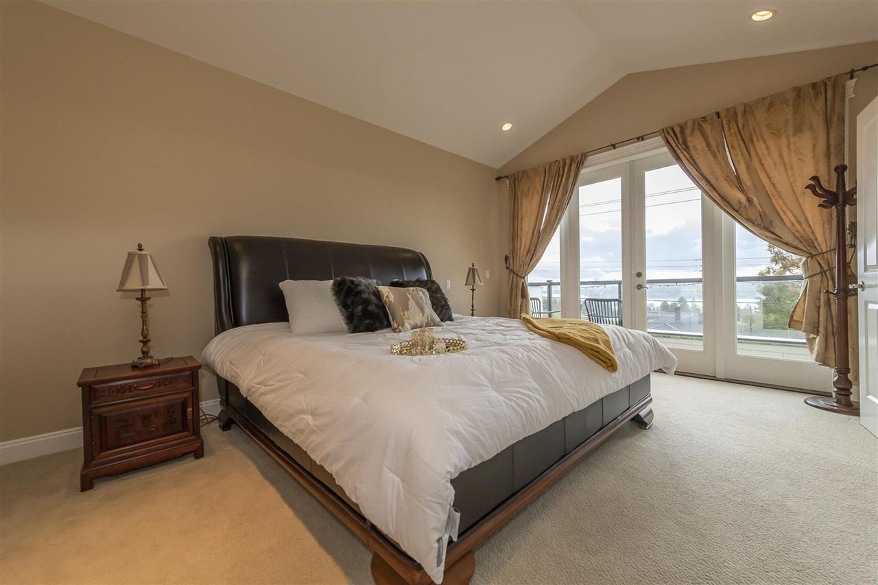 Photo 10: Photos: 1471 MATHERS AVENUE in West Vancouver: Ambleside House for sale : MLS®# R2413830