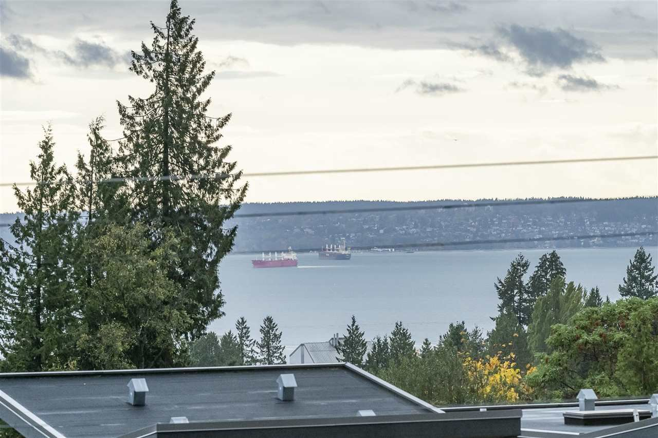 Photo 16: Photos: 1471 MATHERS AVENUE in West Vancouver: Ambleside House for sale : MLS®# R2413830