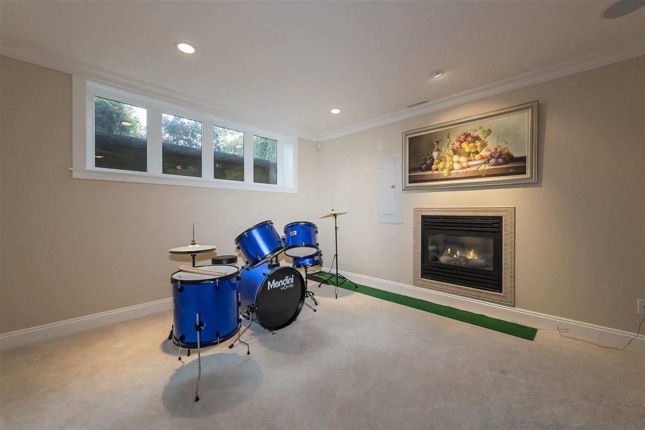 Photo 13: Photos: 1471 MATHERS AVENUE in West Vancouver: Ambleside House for sale : MLS®# R2413830