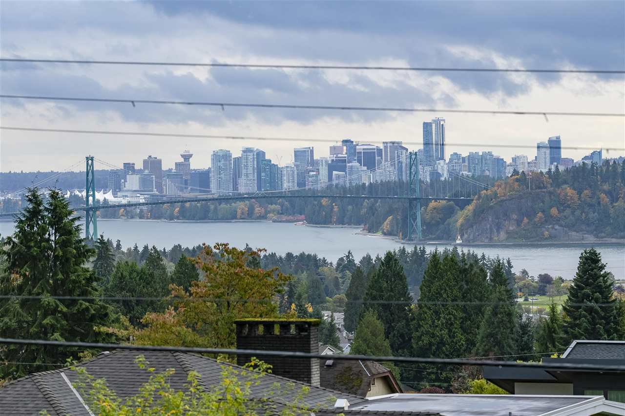 Photo 17: Photos: 1471 MATHERS AVENUE in West Vancouver: Ambleside House for sale : MLS®# R2413830
