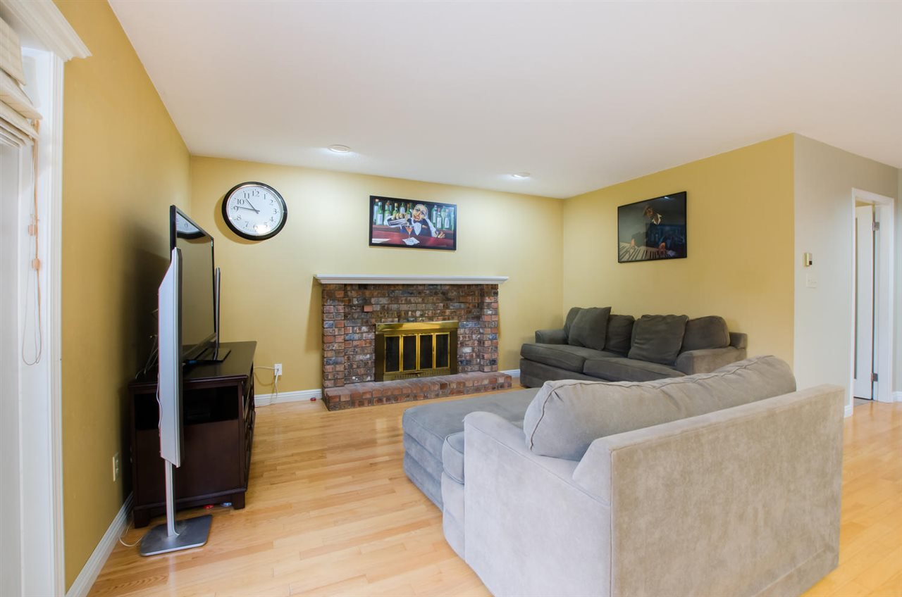 Photo 10: Photos: 4465 62 Street in Delta: Holly House for sale (Ladner)  : MLS®# R2433138