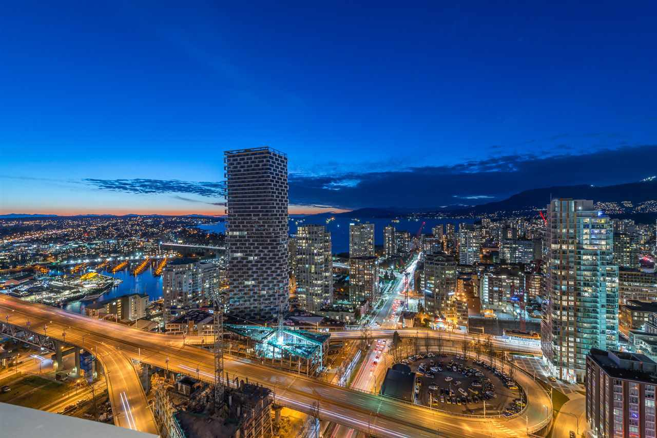 """Main Photo: 3507 1480 HOWE Street in Vancouver: Yaletown Condo for sale in """"VANCOUVER HOUSE"""" (Vancouver West)  : MLS®# R2445993"""