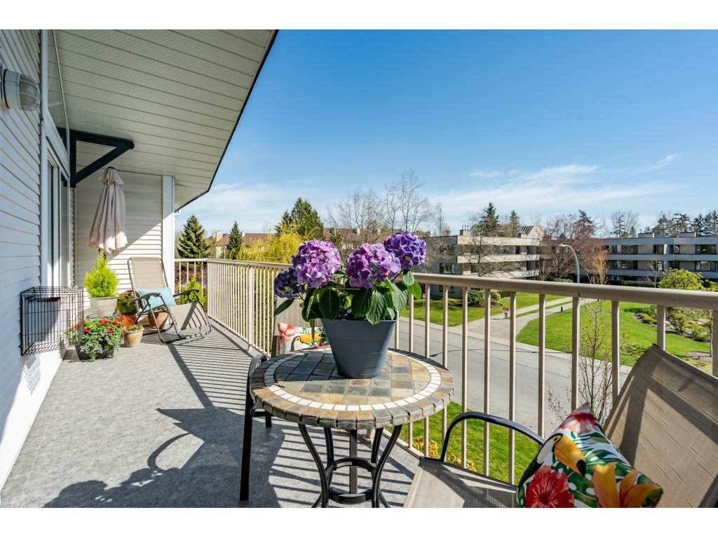 "Main Photo: 310 15298 20 Avenue in Surrey: King George Corridor Condo for sale in ""Waterford House"" (South Surrey White Rock)  : MLS®# R2451053"