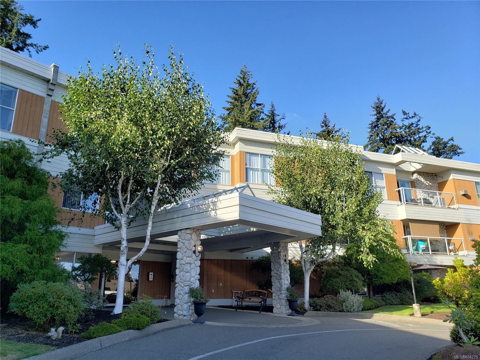 Main Photo: 206 1686 Balmoral Ave in : CV Comox (Town of) Condo for sale (Comox Valley)  : MLS®# 854275