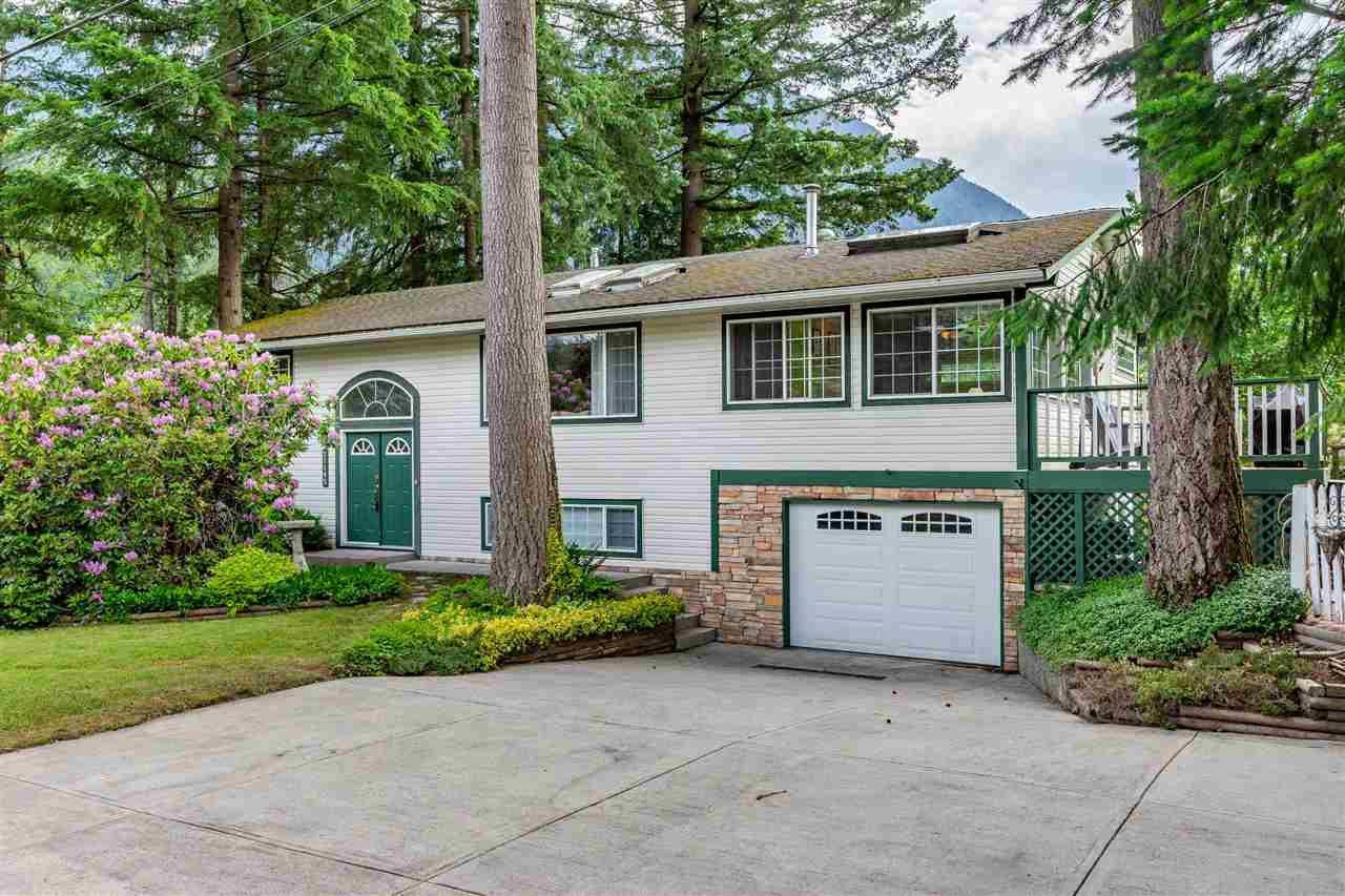 Main Photo: 21195 MOUNTVIEW CRESCENT in Hope: Hope Kawkawa Lake House for sale : MLS®# R2461505