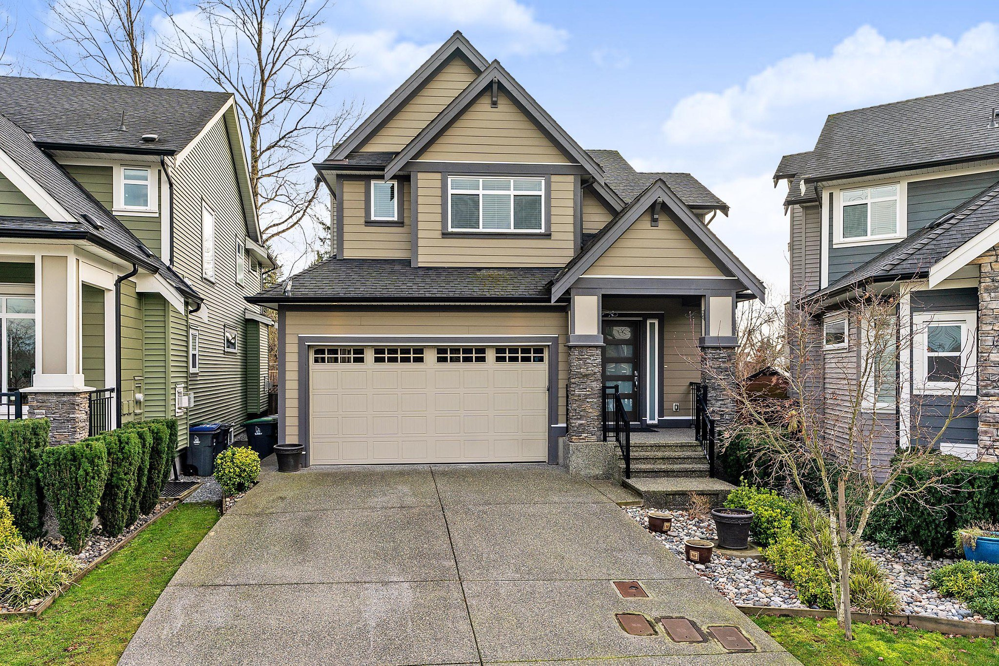 Main Photo: 18472 59 Avenue in Surrey: Cloverdale BC House for sale (Cloverdale)  : MLS®# R2428033