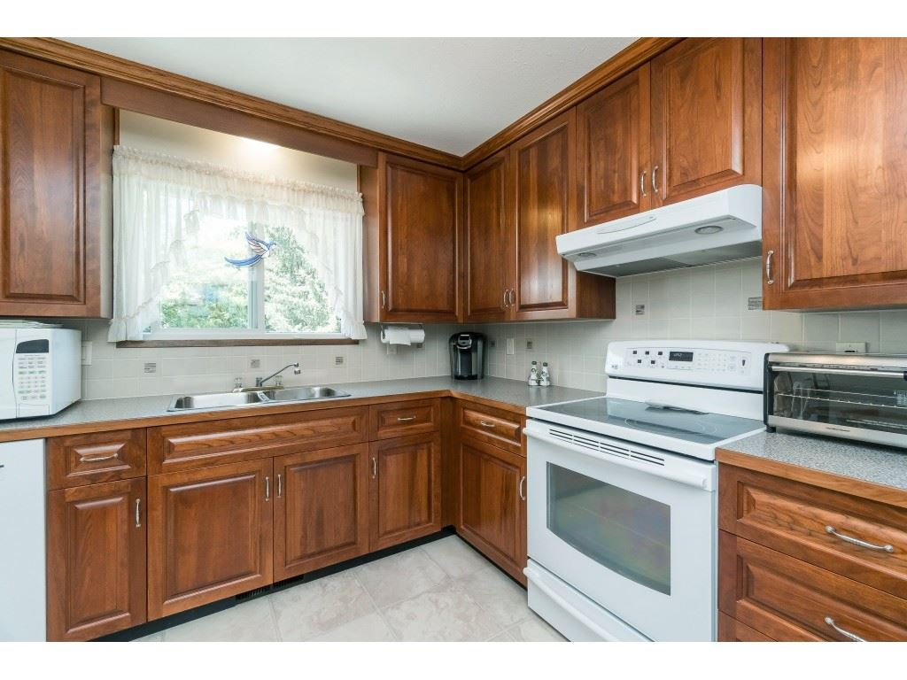 Photo 7: Photos: 3533 MONASHEE Street in Abbotsford: Abbotsford East House for sale : MLS®# R2394040
