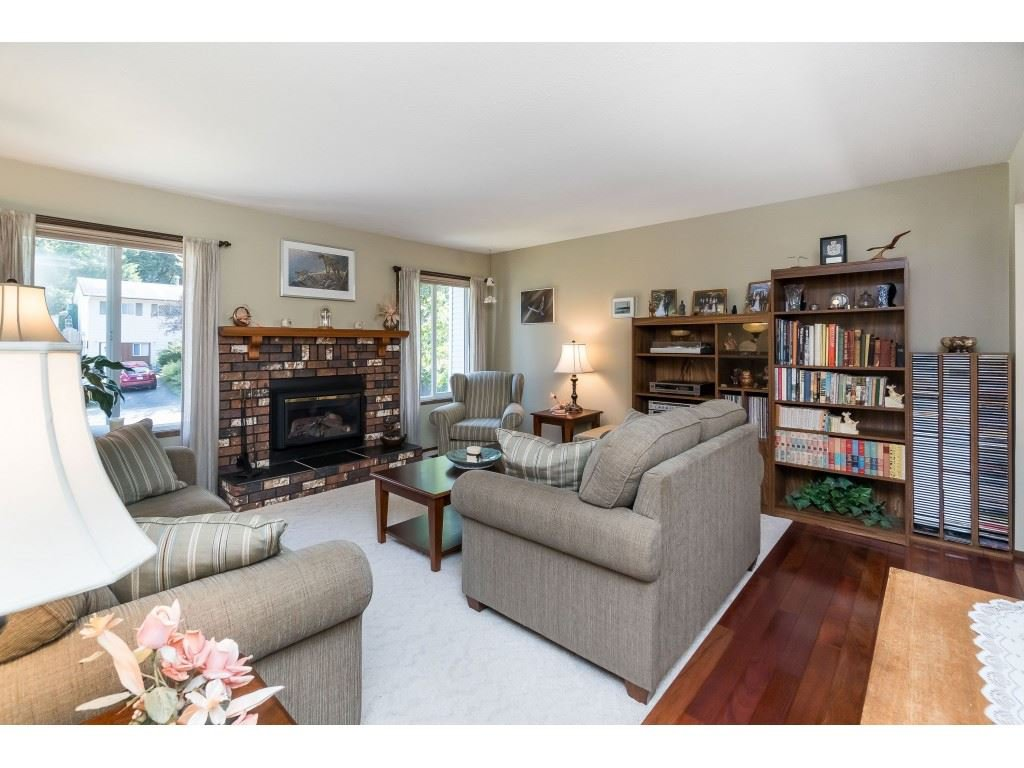 Photo 3: Photos: 3533 MONASHEE Street in Abbotsford: Abbotsford East House for sale : MLS®# R2394040