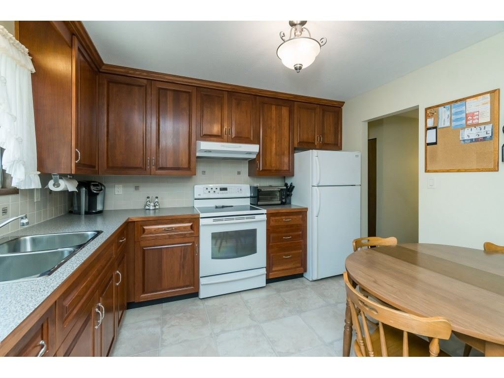 Photo 6: Photos: 3533 MONASHEE Street in Abbotsford: Abbotsford East House for sale : MLS®# R2394040