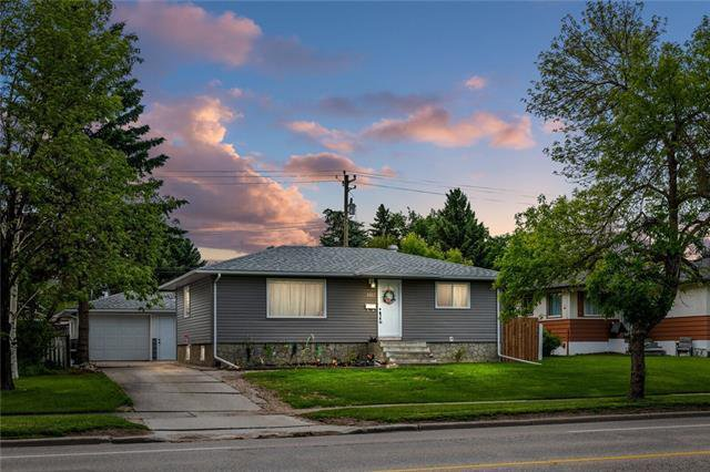 Main Photo: 5927 CENTRE Street NW in Calgary: Thorncliffe Detached for sale : MLS®# C4302907