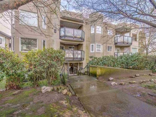 Main Photo: 301 175 W 4TH Street in North Vancouver: Lower Lonsdale Condo for sale : MLS®# R2399708