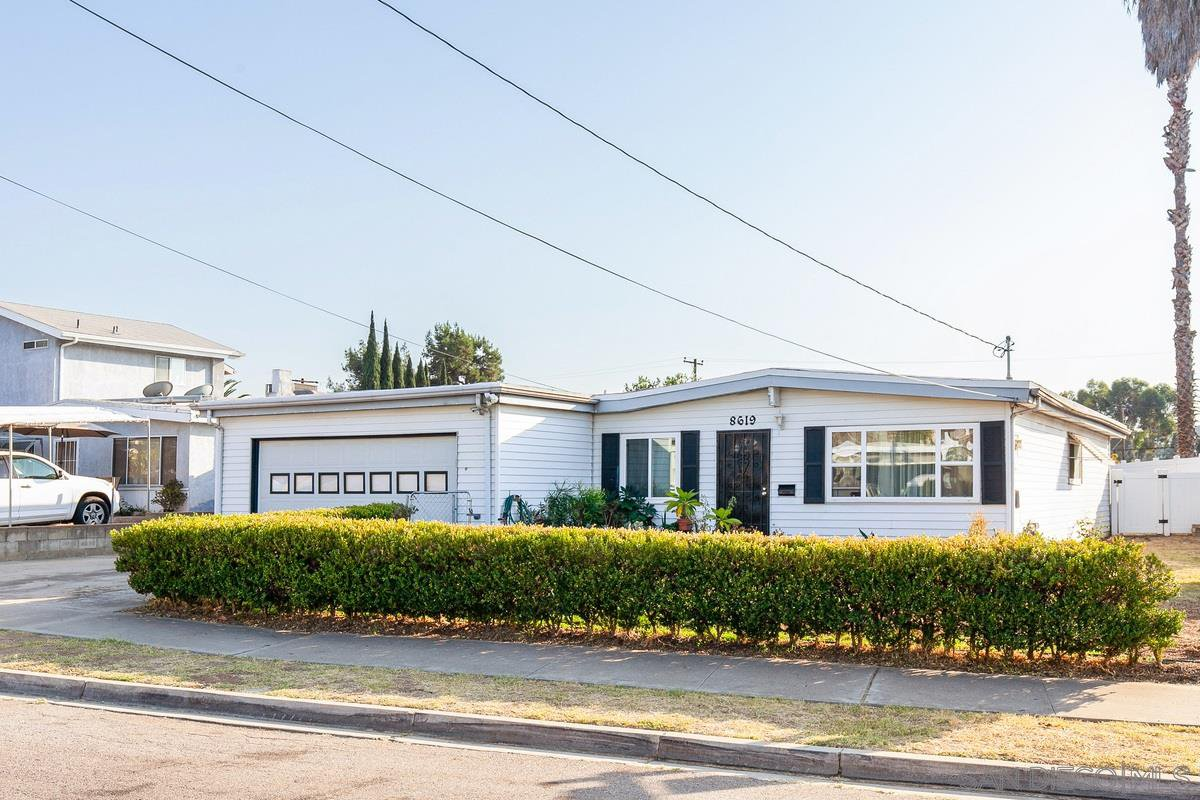 Main Photo: SPRING VALLEY House for sale : 3 bedrooms : 8619 Harness St