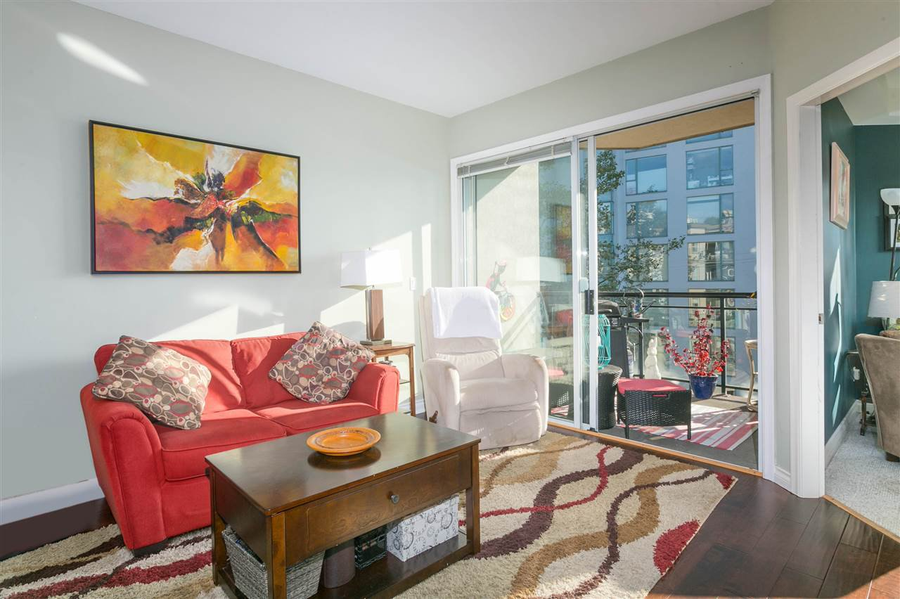 """Main Photo: 305 131 W 3RD Street in North Vancouver: Lower Lonsdale Condo for sale in """"Seascape Landing"""" : MLS®# R2526409"""