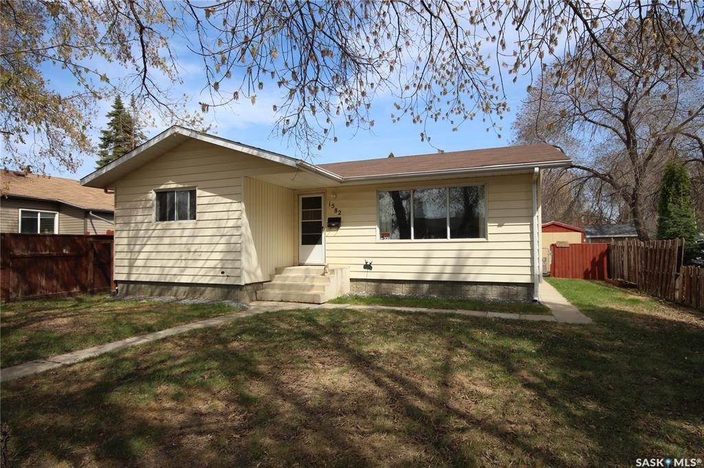 Main Photo: 1582 104th Street in North Battleford: Sapp Valley Residential for sale : MLS®# SK808301