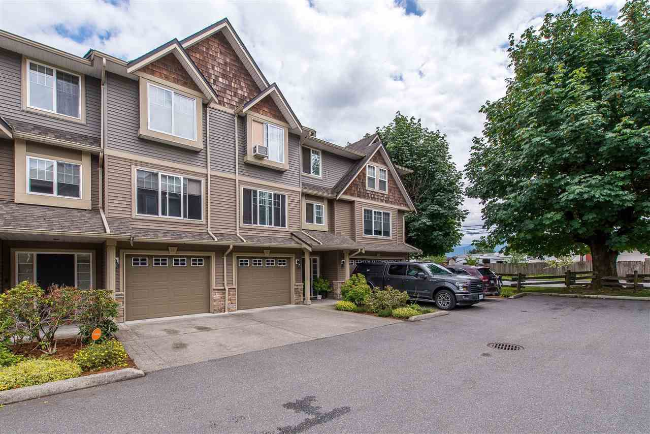 "Main Photo: 15 8830 NOWELL Street in Chilliwack: Chilliwack E Young-Yale Townhouse for sale in ""Central Park"" : MLS®# R2399978"