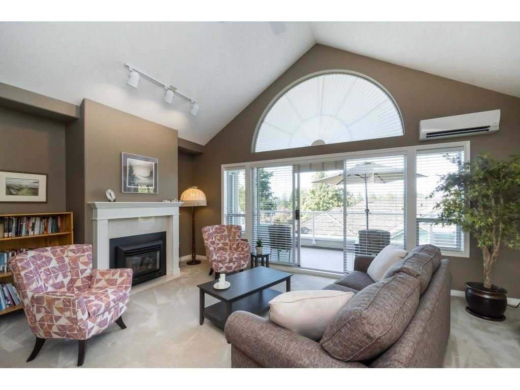 "Photo 4: Photos: 81 4001 OLD CLAYBURN Road in Abbotsford: Abbotsford East Townhouse for sale in ""Cedar Springs"" : MLS®# R2402434"
