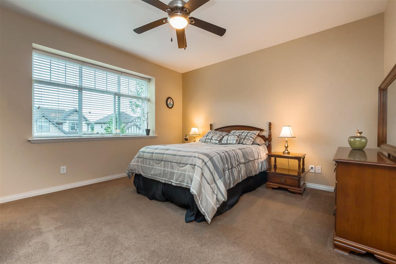 "Photo 7: Photos: 35431 NAKISKA Court in Abbotsford: Abbotsford East House for sale in ""Sandy Hill"" : MLS®# R2387970"