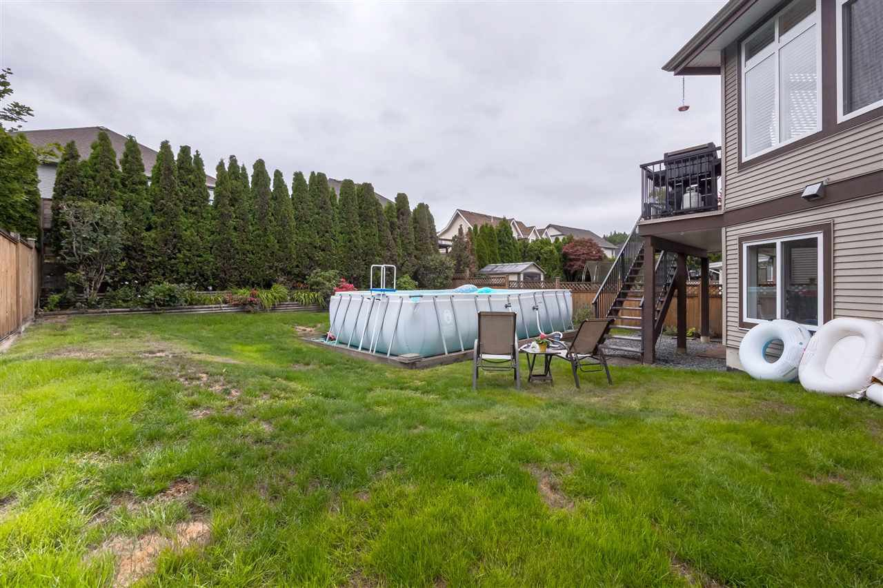 "Photo 19: Photos: 35431 NAKISKA Court in Abbotsford: Abbotsford East House for sale in ""Sandy Hill"" : MLS®# R2387970"