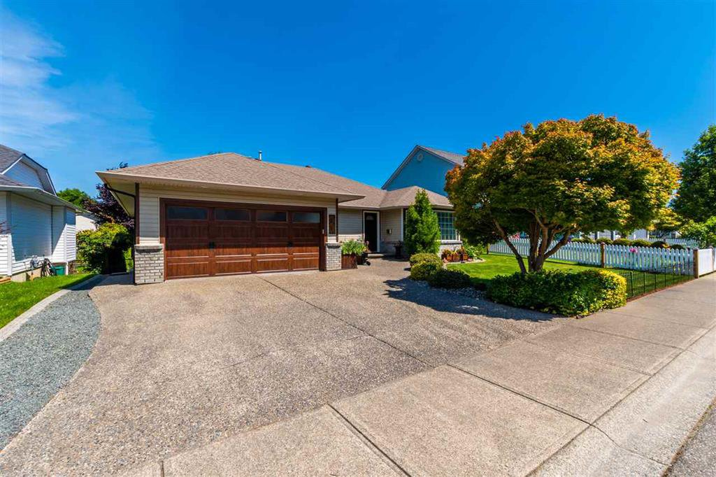 Main Photo: 44689 Lancaster Drive in Chilliwack: House for sale (Sardis)  : MLS®# R2475807