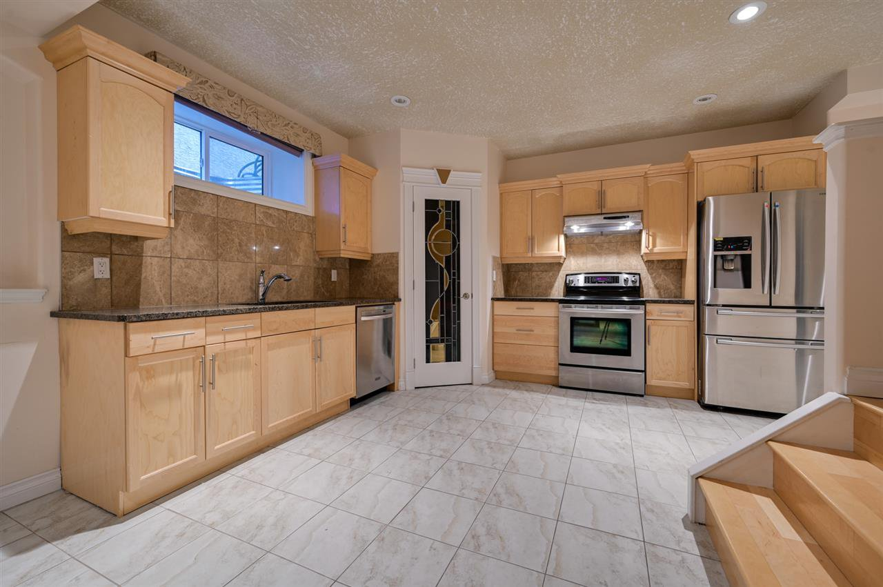 Main Photo: 13612 160 Avenue in Edmonton: Zone 27 House for sale : MLS®# E4206836