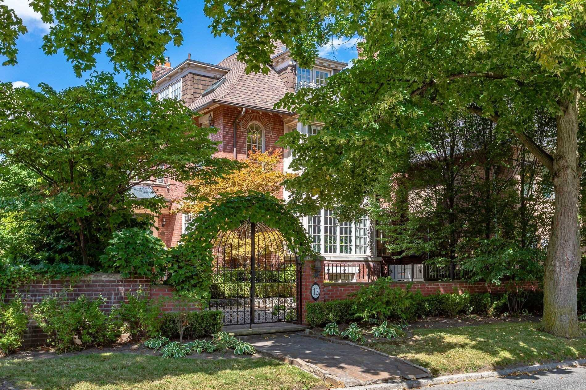 Main Photo: 12 Mckenzie Avenue in Toronto: Rosedale-Moore Park House (3-Storey) for lease (Toronto C09)  : MLS®# C4571789
