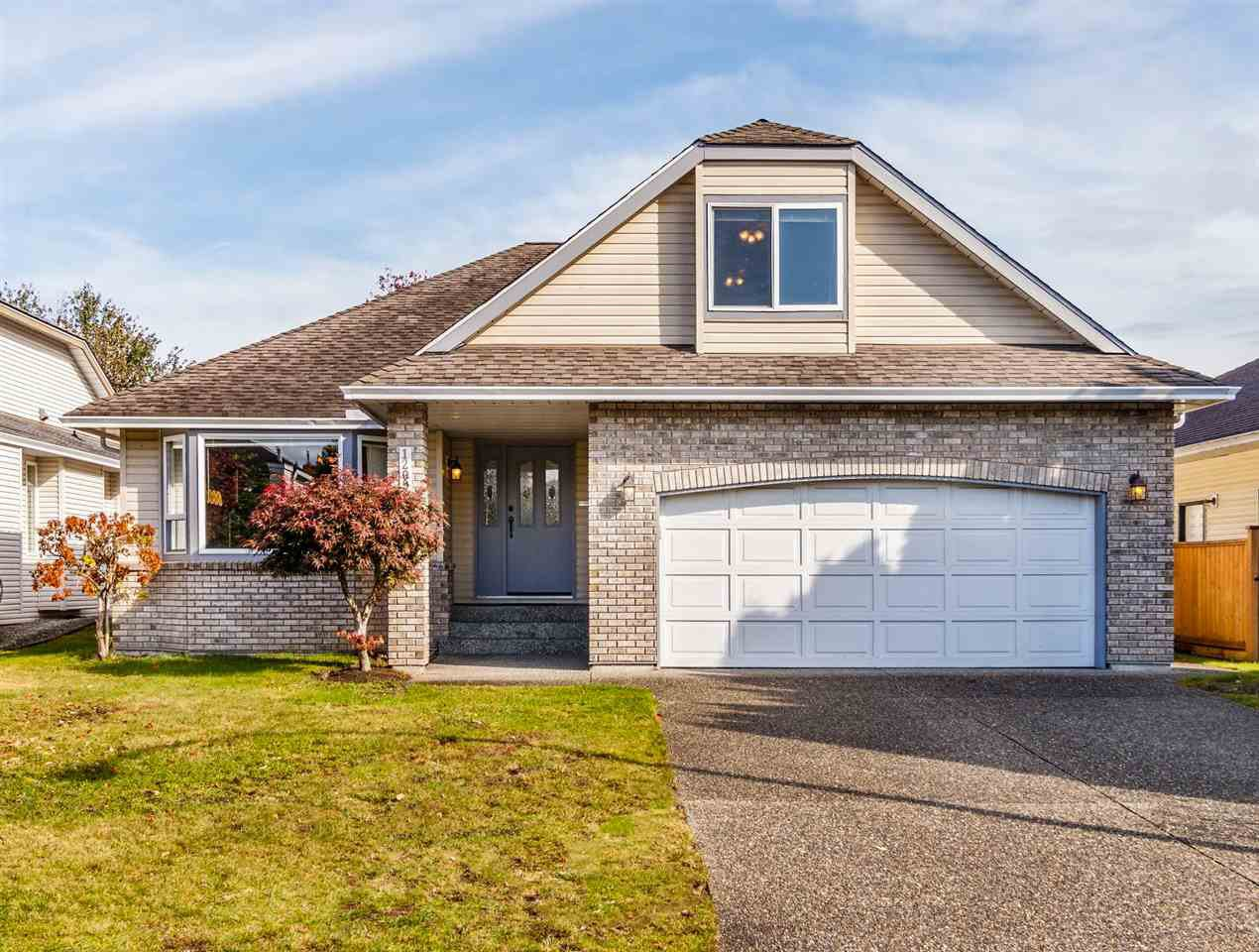 Main Photo: 12092 CHESTNUT Crescent in Pitt Meadows: Mid Meadows House for sale : MLS®# R2412110