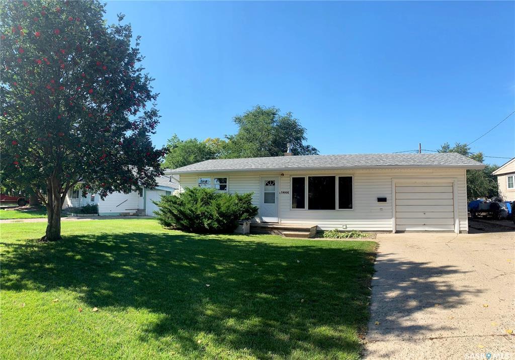 Main Photo: 1446 Nicholson Road in Estevan: Pleasantdale Residential for sale : MLS®# SK780007